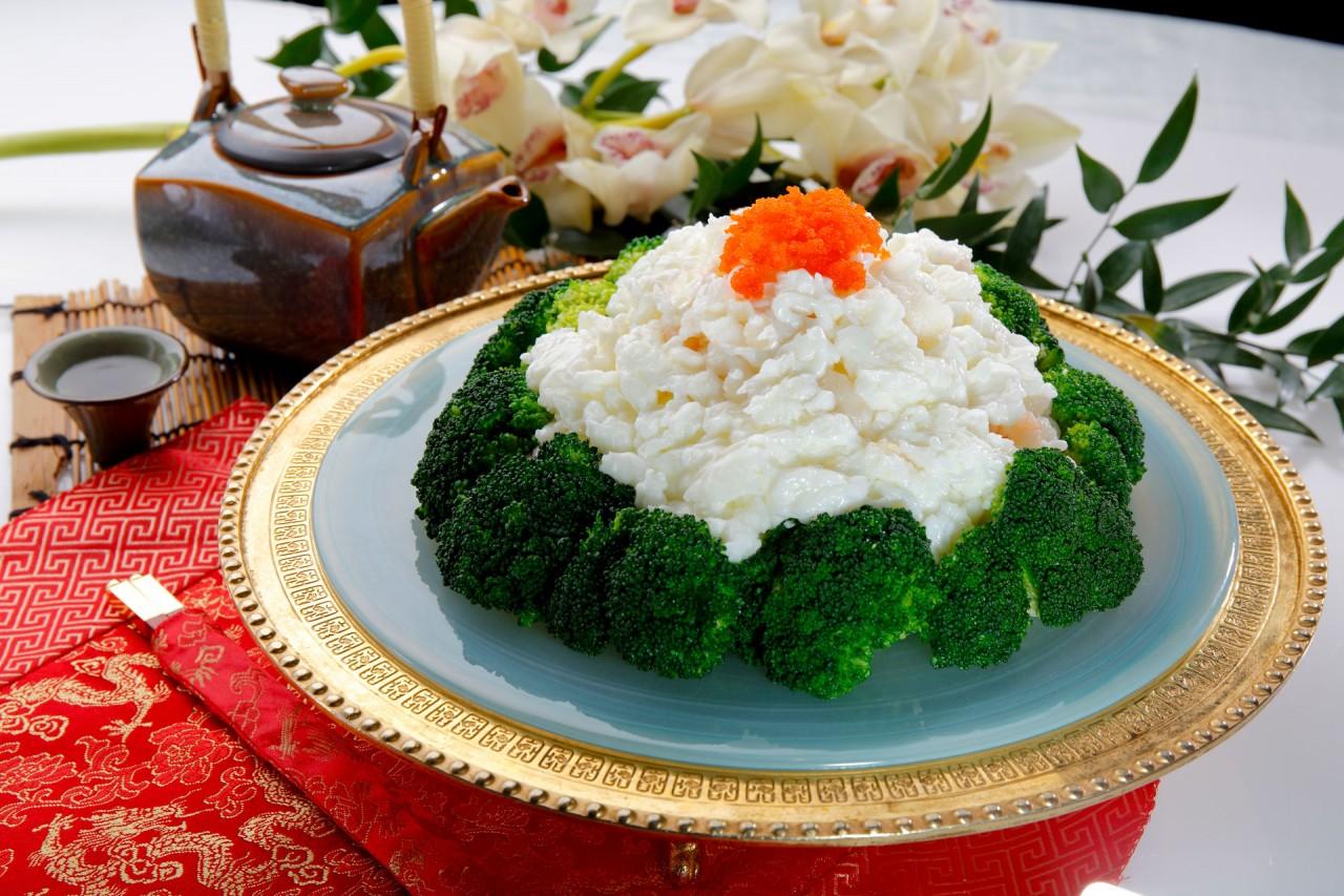 海鮮賽磅蟹  Sauteed Egg White with Seafood