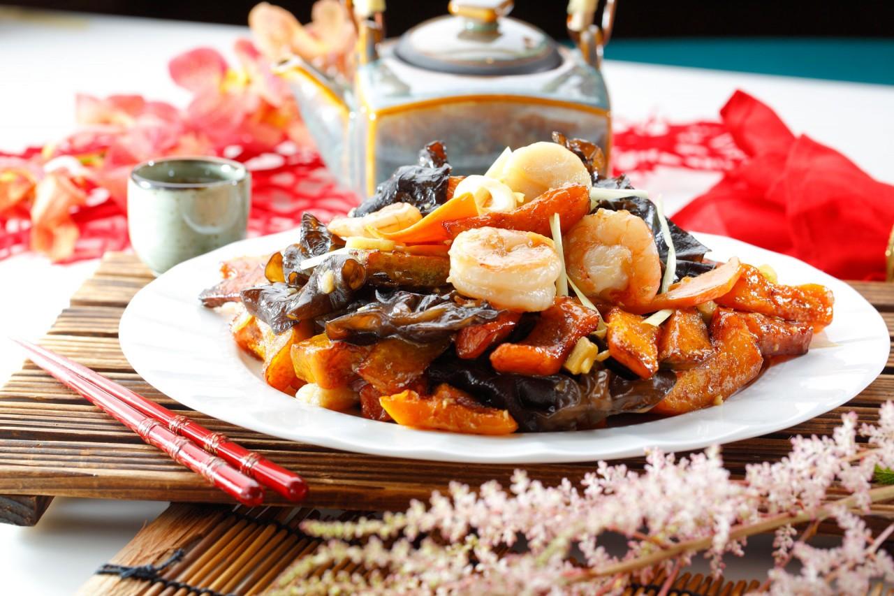 金瓜雲耳炒三鮮  Sauteed Seafood with Squash & Black Fungus