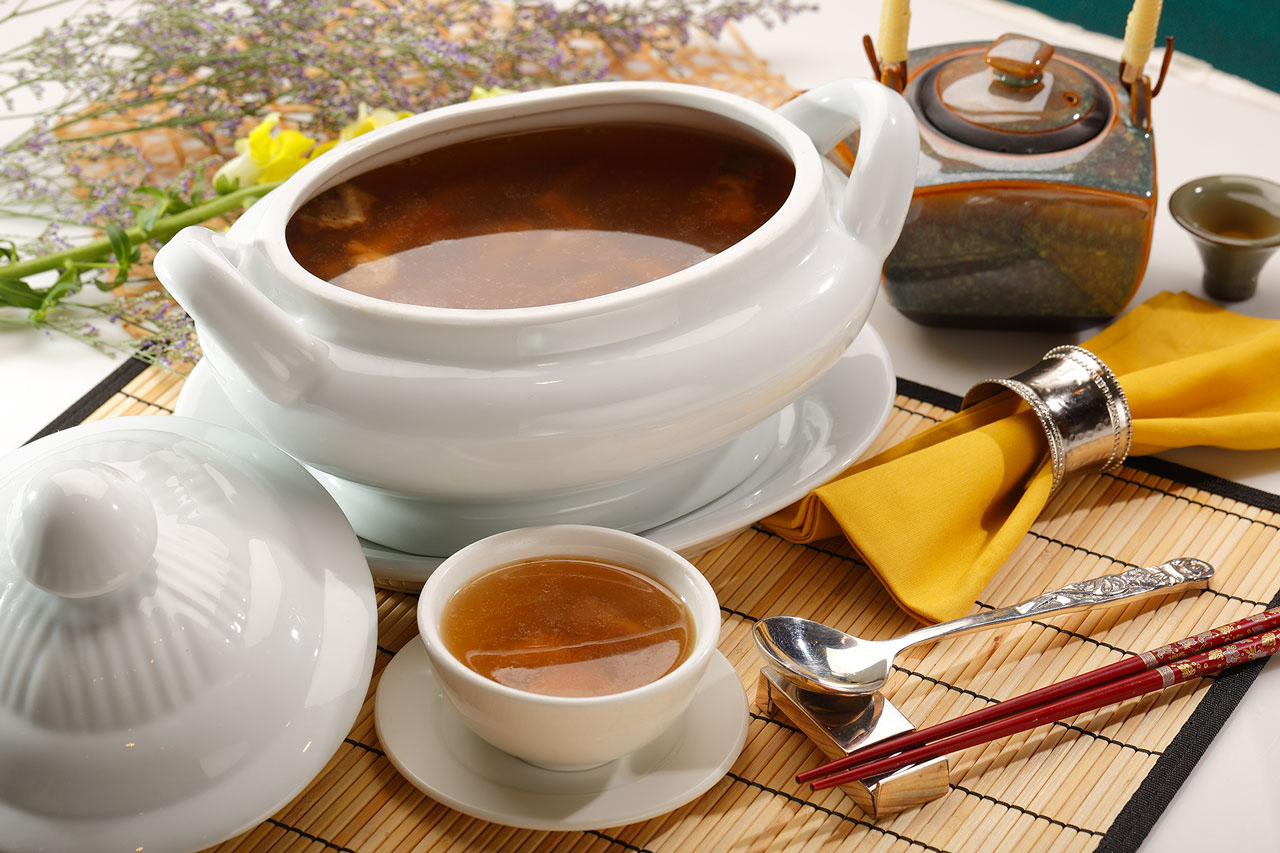 原盅是日炖湯  Chef's Specialty Soup